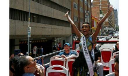 Miss Univers ZOZIBINIE TUNZI de retour en Afrique du Sud
