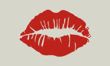 Que ne feront pas les femmes pour ne pas abimer leur rouge à lèvres