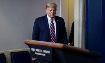 Le majordome personnel de Donald Trump atteint de Covid-19