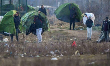 Calais: le coronavirus se propage entre les migrants