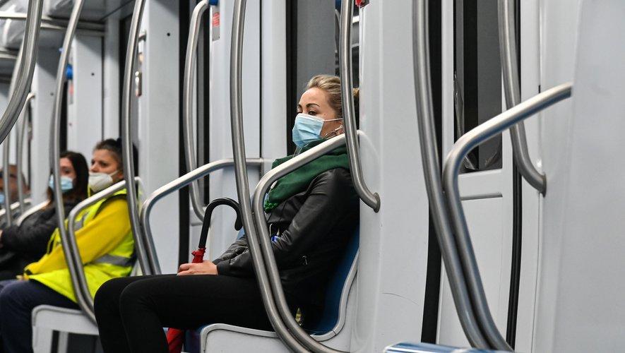 L'absence de masque dans les transports pourrait coûter 135 euros