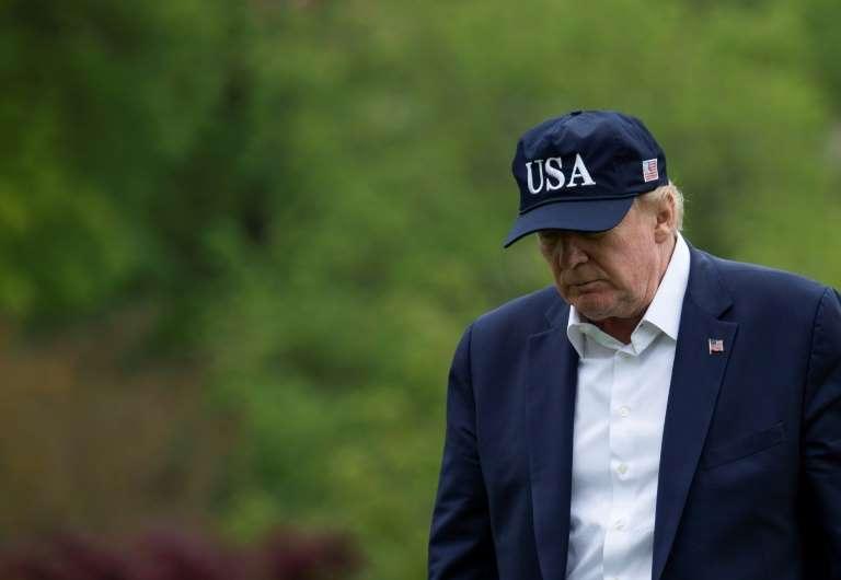 Donald Trump signe enfin la loi de relance tant décriée