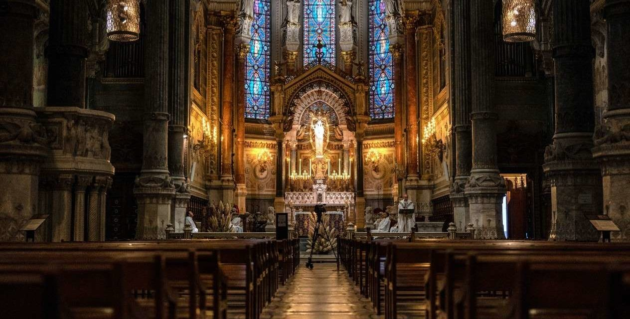 Lyon: Ce samedi la première messe post-confinement a été célébrée en la cathédrale Saint-Jean