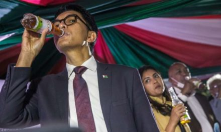L'OMS met en garde contre la tisane malgache prétendue anti-Covid