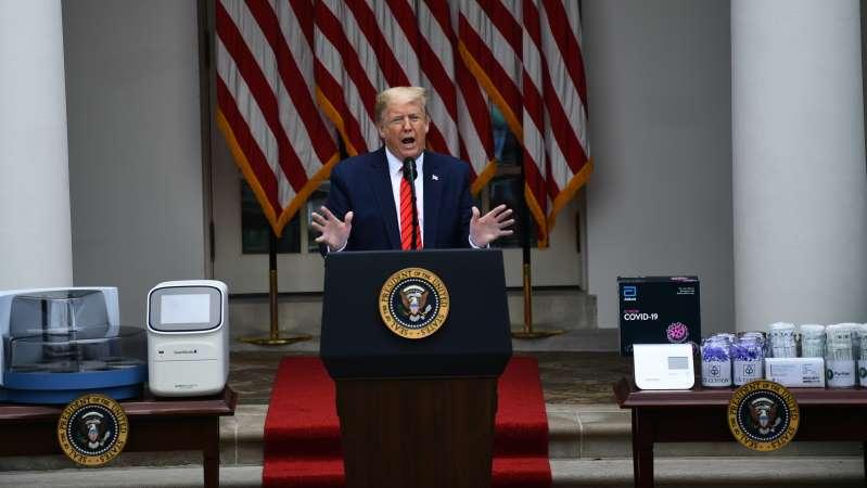 Trump en colère compte sur journaliste lors d'une conference de presse