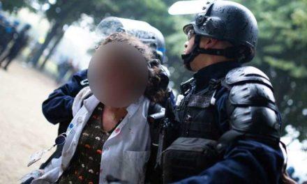 L'arrestation d'une infirmière qui manifestait fait polémique
