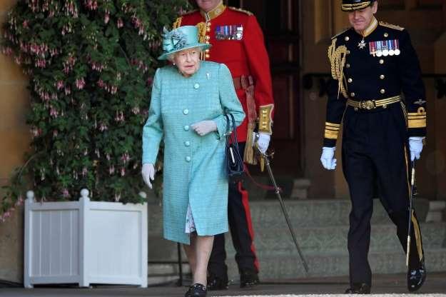 Première sortie post-confinement de la Reine Elisabeth II
