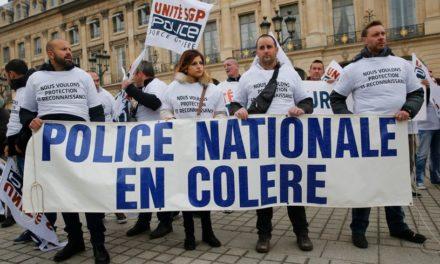 Manifestation des policiers sur les Champs – Elysées