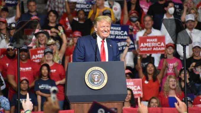 Trump gèle les cartes vertes et visas de travail au USA jusqu'en 2021