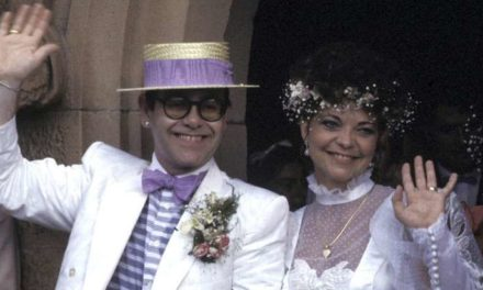 L'ex-femme de Elton John porte plainte contre lui