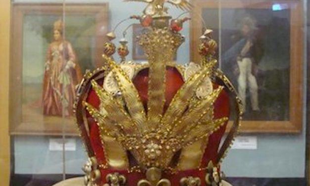 Les Malgaches demandent la restitution de la couronne de la Reine Ranavalona detenue par la France