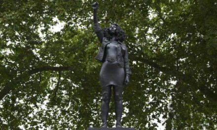 La statue d'Edward Colston remplacé par celle d'une militante antiraciste
