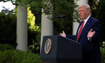 Trump cherche à rebondir face au Covid-19