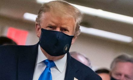 Trump defend le masque comme un geste patriotique avant de reprendre ses meetings