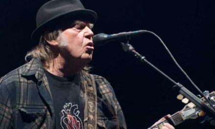 Le Chanteur Neil Young porte plainte contre Trump pour l'utilisation de ses chansons lors de sa campagne