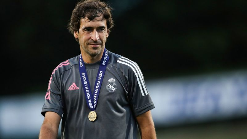 Real Madrid- Raul  pour remplacer Zidane…