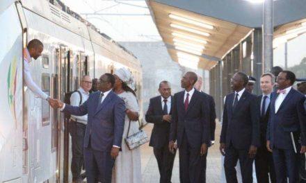 Les premières lignes de transports urbains de Dakar et Abidjan