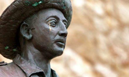 La statue de Francisco Franco déboulonnée en Espagne